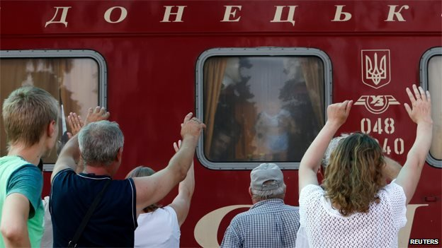 People wave off friends a relatives on a train from Donetsk to Moscow, 2 August 2014