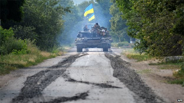 Ukrainian troops patrol 30km (20 miles) from Donetsk, 31 July 2014