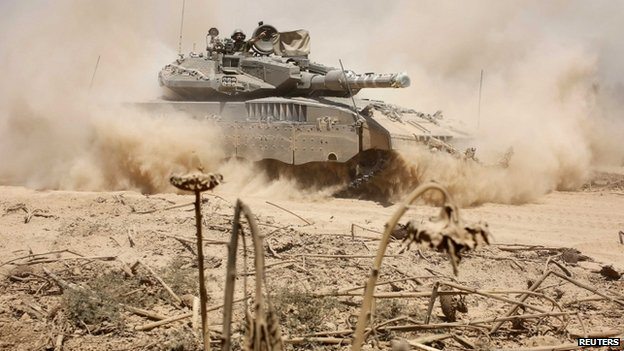 Israeli tank near border after returning from Gaza - 3 August
