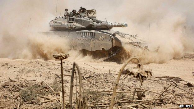 Israeli tank near border after returning from Gaza - 3 August
