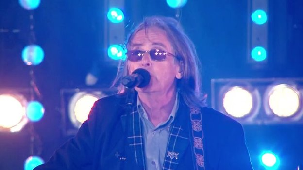 Dougie MacLean performing at closing ceremony
