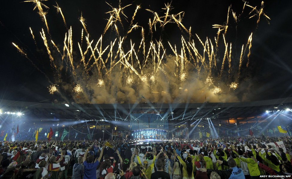 Fireworks light up the sky during the closing ceremony of the 2014 Commonwealth Games at Hampden Park in Glasgow, Scotland