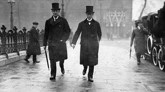 Sir Edward Grey (L) heads towards Parliament.