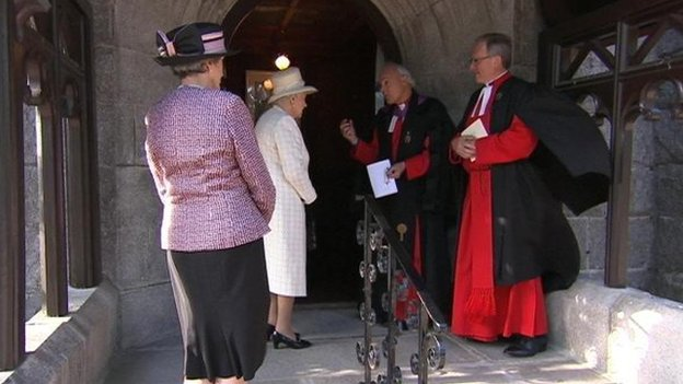 The Queen arriving at Crathie Church