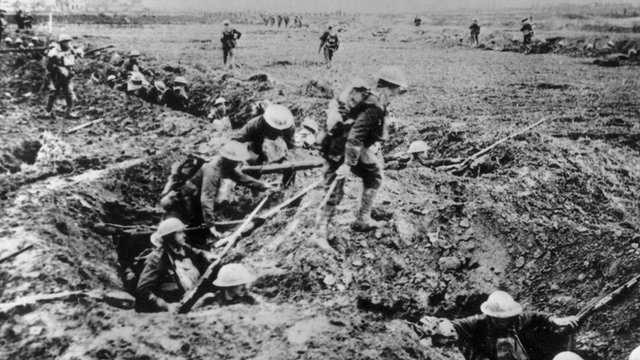 March 1917: British infantry troops on the offensive near Arras.