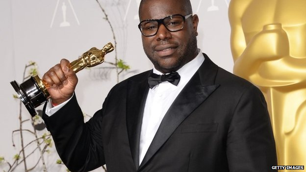 Director Steve McQueen holding his Oscar