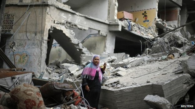 A Palestinian woman walks amongst the rubble of her destroyed house after retuning to Beit Hanoun town, which witnesses said was heavily hit by Israeli shelling and air strikes during the Israeli offensive, in the northern Gaza Strip August 5, 2014