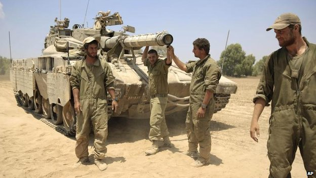 Israeli troops outside Gaza, 5 Aug