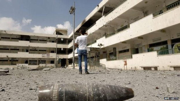 A shell lies on the ground at the heavily damaged Sobhi Abu Karsh school in Gaza City's al-Shejaea neighborhood on 5 August 2014