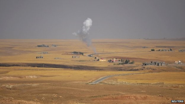 Smoke rises from the scene of a battle between Kurdish and Islamic State fighters on the outskirts of Sinjar (5 August 2014)
