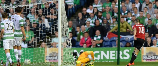 Michal Kucharczyk (right) beats Fraser Forster (centre) to put Legia Warsaw 2-0 ahead
