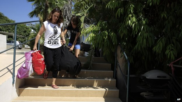 Israelis returning to their homes in southern Israel near the border with Gaza (6 July 2014)