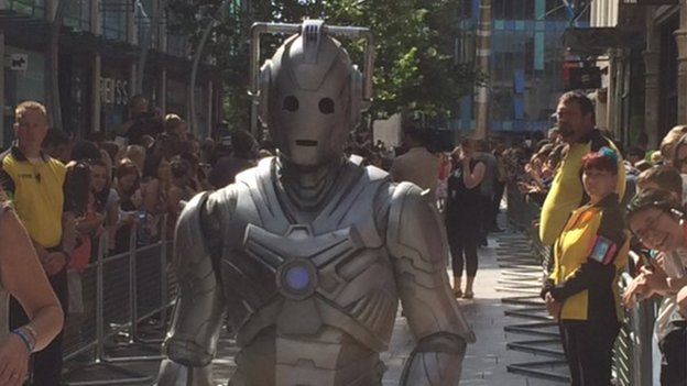 Cybermen on red carpet