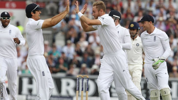 Alastair Cook and Stuart Broad celebrate a wicket