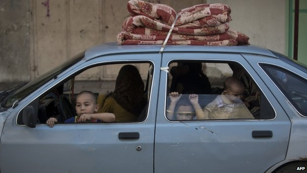 Palestinian family in a car in Gaza City (8 August 2014)