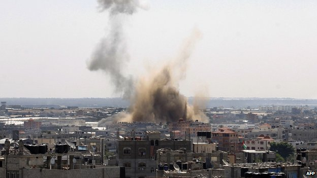 Smoke rises from Rafah, Gaza (8 August 2014)