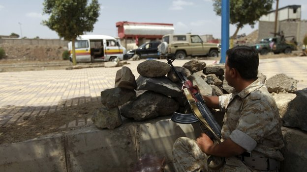 An army soldier mans a checkpoint in the Yemeni capital Sanaa on 17 May 2014.