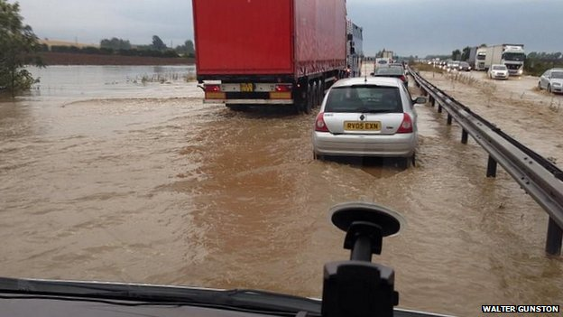Flooding on the A14 between Bar Hill and Swavesey turn