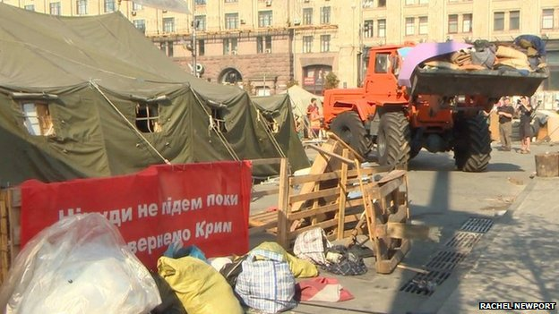 Council workers clear a protest site in Kiev, 9 August (photo: Rachel Newport)