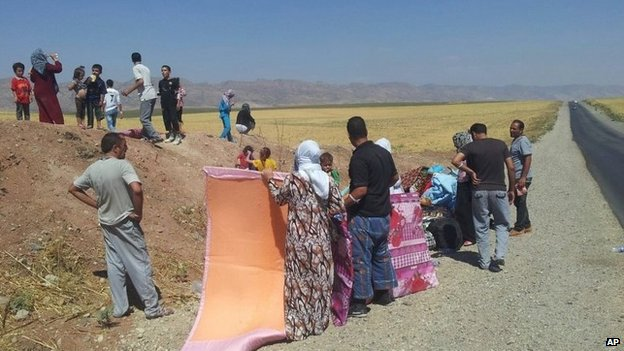 Yazidis flee Sinjar in north-western Iraq (8 August 2014)