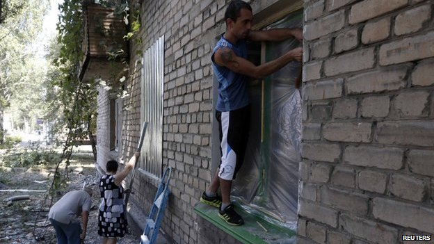 People in Donetsk secure windows with metal shields and plastic, 9 August
