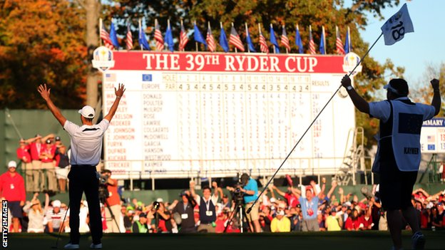 Martin Kaymer celebrates wholing the winning putt in the Ryder Cup.