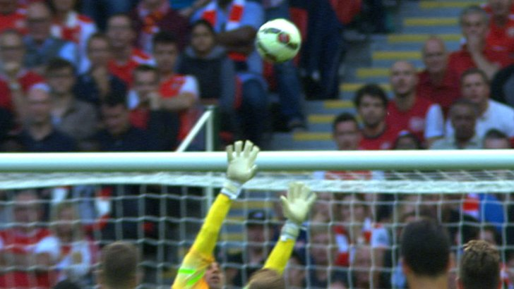 Olivier Giroud's strike loops over Willy Caballero