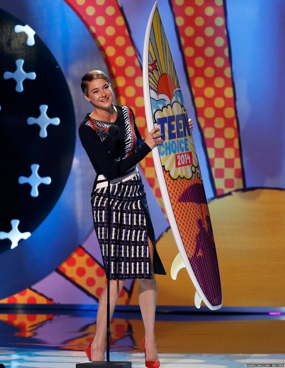 Shailene Woodley accepts an award for her role in  the film Divergent at the Teen Choice Awards 2014 in Los Angeles, California