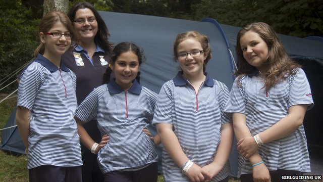 Girl Guides wearing their previous uniform