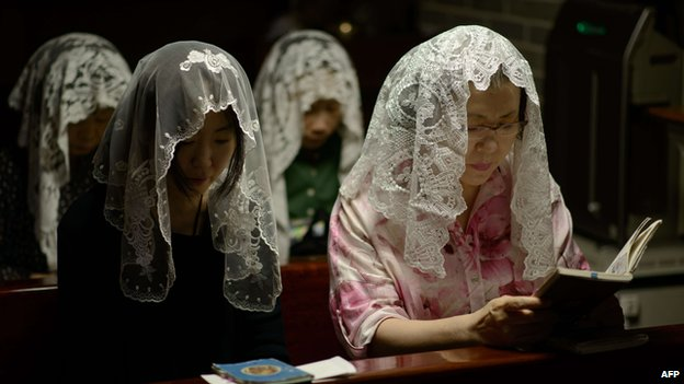 Catholic worshippers attend a mass at the Myeongdong cathedral in Seoul (4 August 2014)
