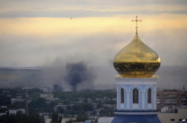 Smoke from a mortar attack on Luhansk, eastern Ukraine (14 July 2014)