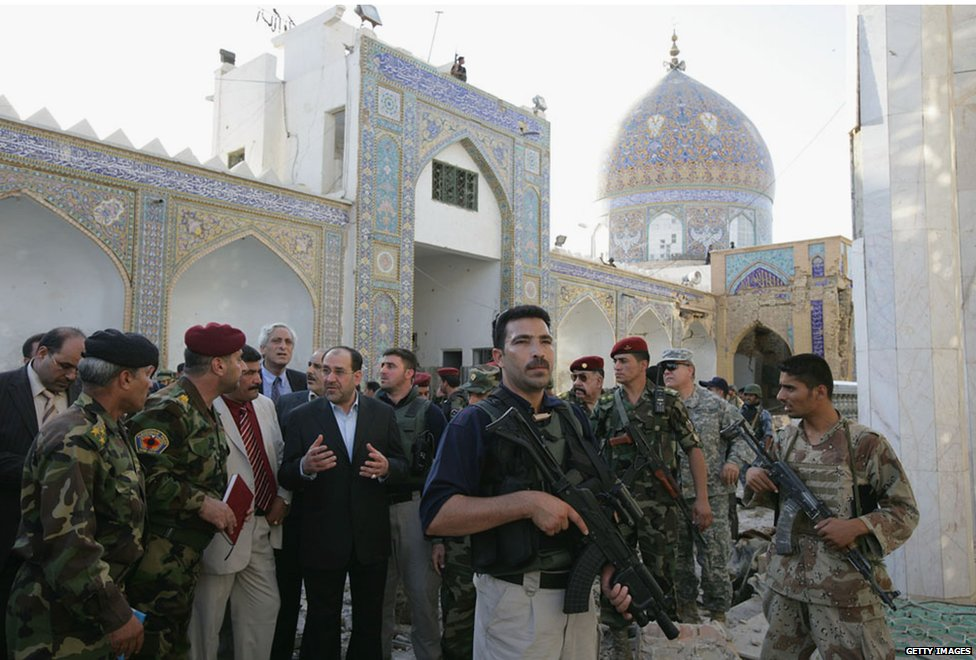 Mr Maliki tours Samarra mosque in 2007