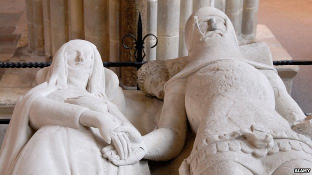 Stone effigy of man and woman holding hands, Chichester Cathedral