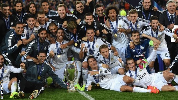 Real celebrate with Super Cup trophy