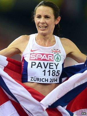 Jo Pavey celebrates winning the Women's 10000m Final at the European Athletics Championships
