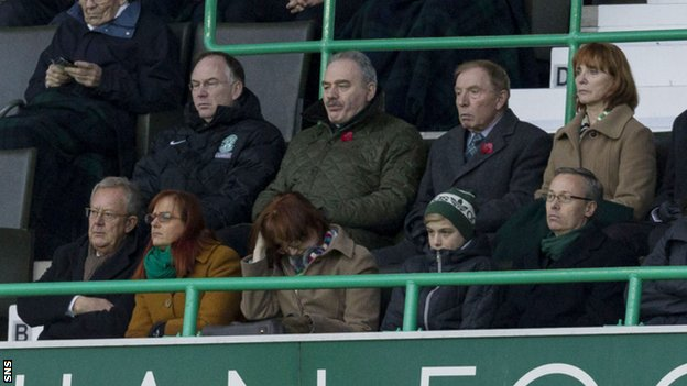 Hibernian chairman Rod Petrie (2nd from left) and Sir Tom Farmer (3rd left)