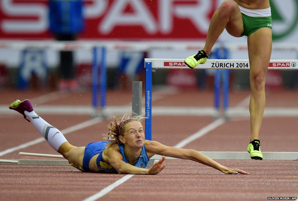 Ukraine's Hanna Ryzhykova falls at the final hurdle