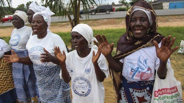 Women praying in Monrovia, Liberia (12 August 2014)