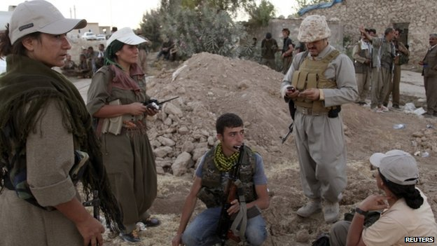 Kurdish fighters on the front line in Makhmur (9 August 2014)