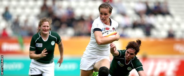 England outside centre Emily Scarratt on the attack against Ireland