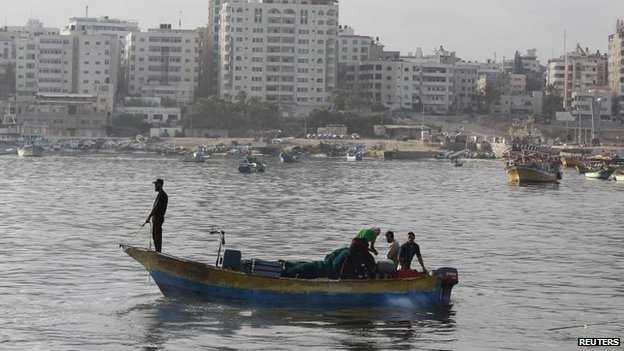 Palestinian fishermen return to the sea during a 72-hour ceasefire in Gaza City, 11 August 2014