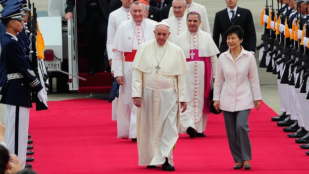 Pope Francis walks with South Korean President Park Geun-Hye upon his arrival on 14 August, 2014 in Seoul, South Korea