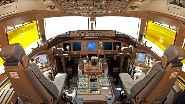 Cockpit of a Boeing 777F