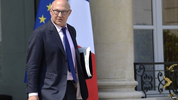 French Finance Minister Michel Sapin leaves the Elysee Palace in Paris after a weekly cabinet meeting (23 July 2014)