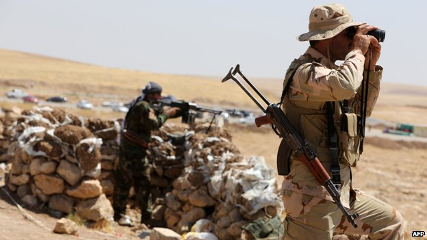 Kurdish Peshmerga soldiers watch out for IS forces
