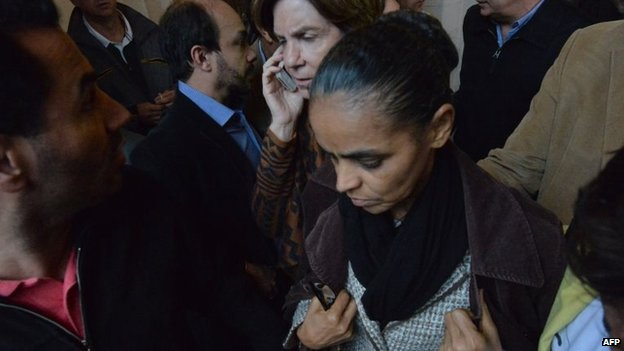 Marina Silva leaves after a news conference in Santos (13 August 2014)