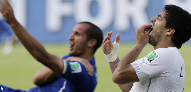 Suarez biting Chiellini