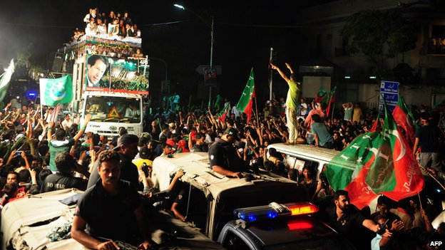 Truck carrying Imran Khan's supporters, Lahore