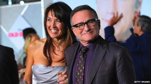 "Actor Robin Williams (R) and Susan Schneider arrive at the premiere of Walt Disney Pictures"" ""Old Dogs"" at the El Capitan Theatre 9 November 2009 in Hollywood, California"
