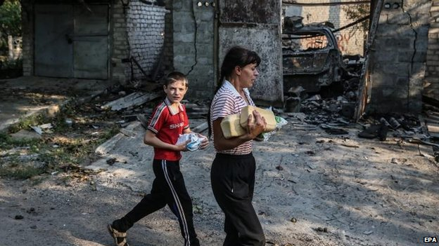 Bread is distributed in rebel-held Ilovaysk, 14 Aug